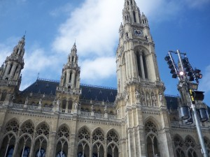 A photo of the Wiener Rathaus (city hall).